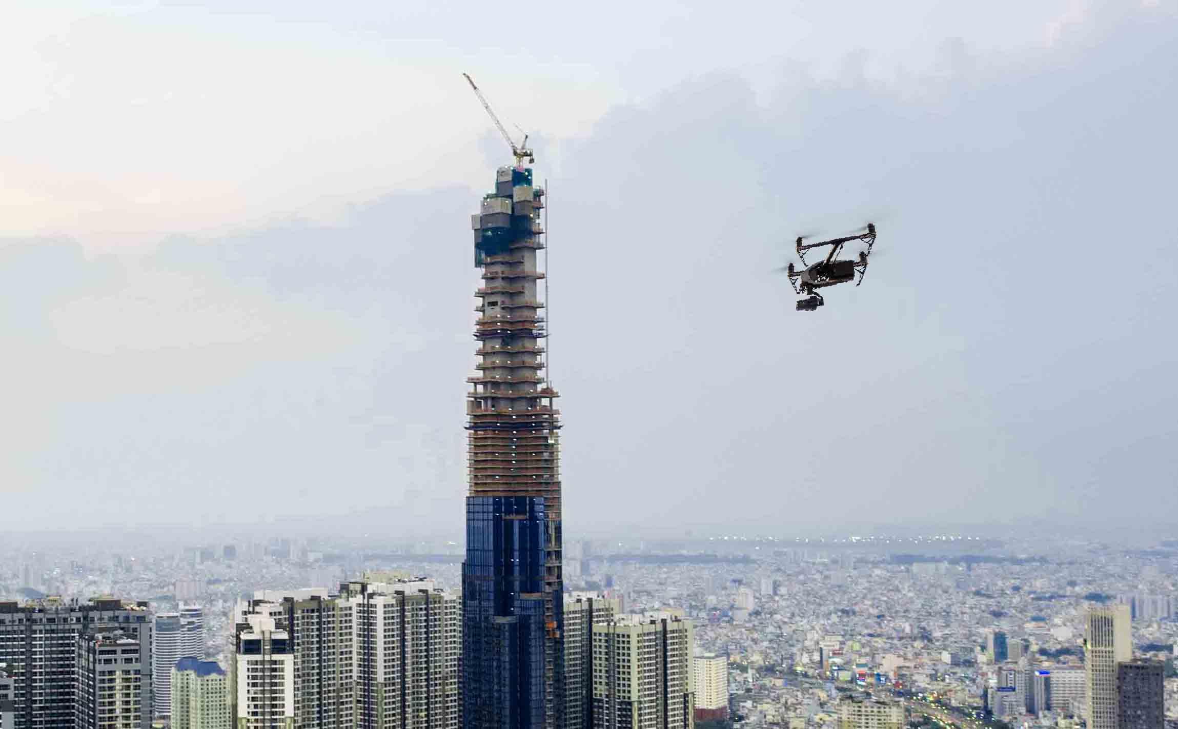hình ảnh flycam đang tác nghiệp trên đỉnh landmark 81